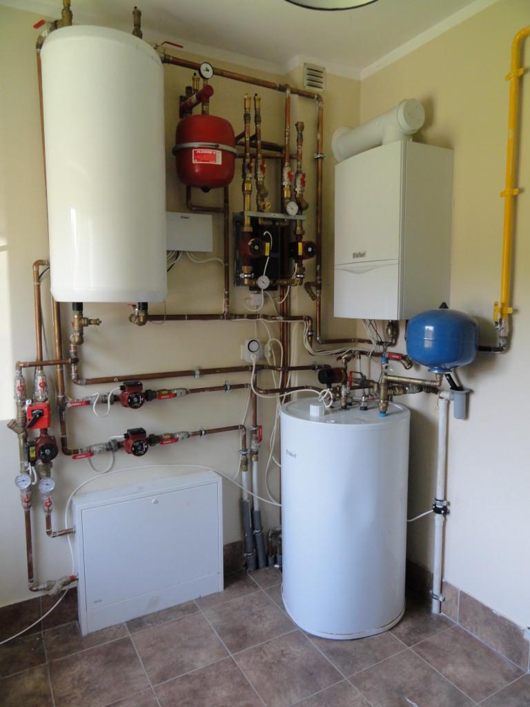 Dom jednorodzinny w Zielonej Górze- piec gazowy w połączeniu z kominkiem z płaszczem wodnym, automatyczne sterowanie